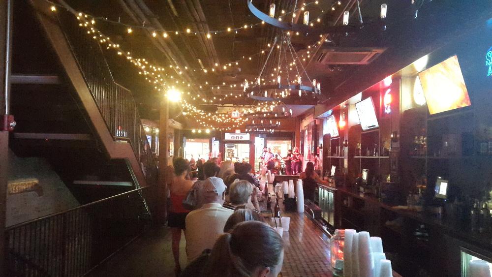 Eine Bar in Nashville von innen